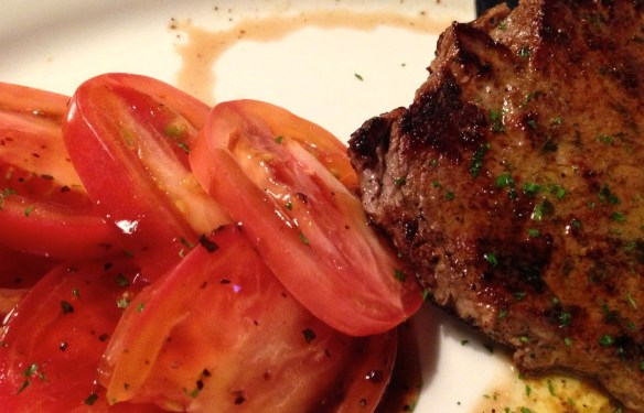 Petite Sirloin with Sliced Tomatoes