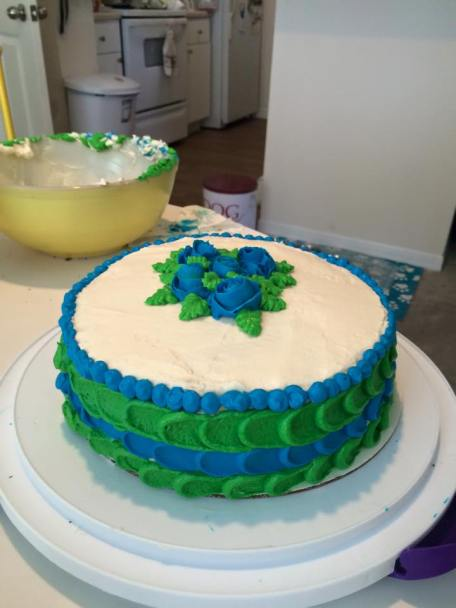 I took a cake decorating class!