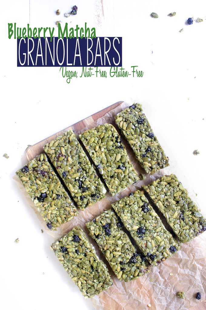 Crispy Blueberry Matcha Granola Bars are simple, requiring just 30 minutes. Made with blueberries, matcha powder, almonds, rolled oats and puffed rice. So simple. So Delicious. #vegan #gluten-free
