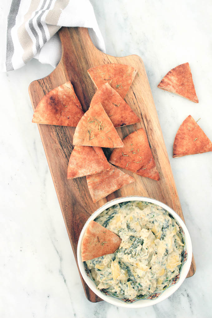 The cheesy spinach and artichoke dip that we all love but... crockpot style. It's simple to make, requiring just 12 ingredients, a crockpot and 15 minutes prep.