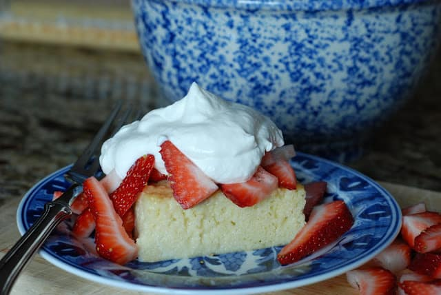 Cake with strawberries an whipped cream
