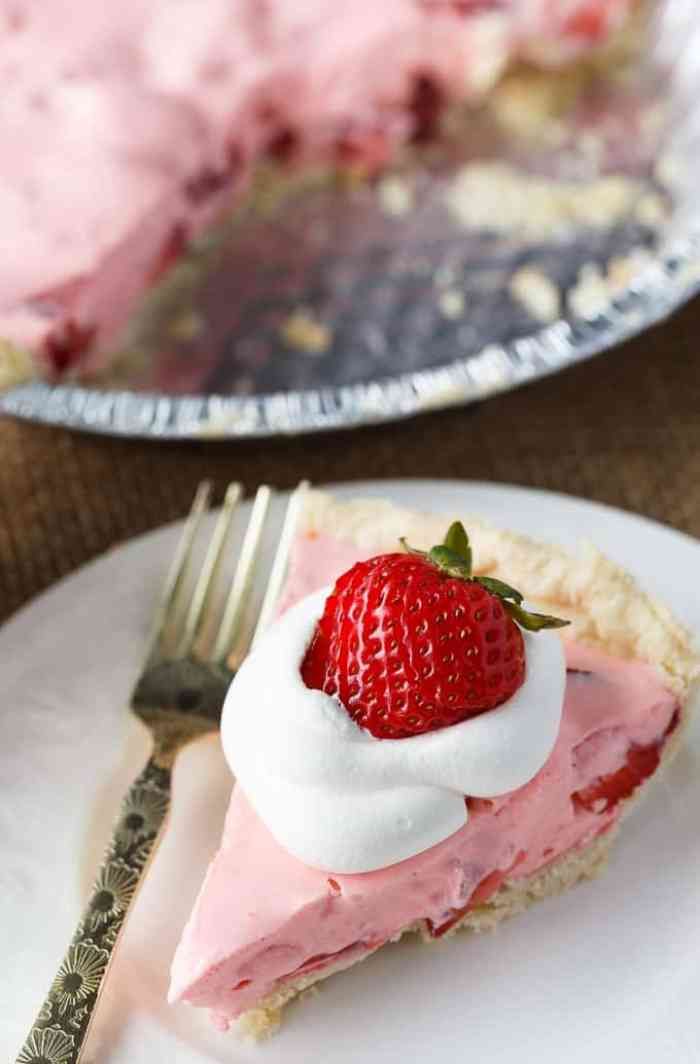 Strawberry Cream Pie - Tastes like a dream! This easy summer pie is creamy, sweet and refreshing.