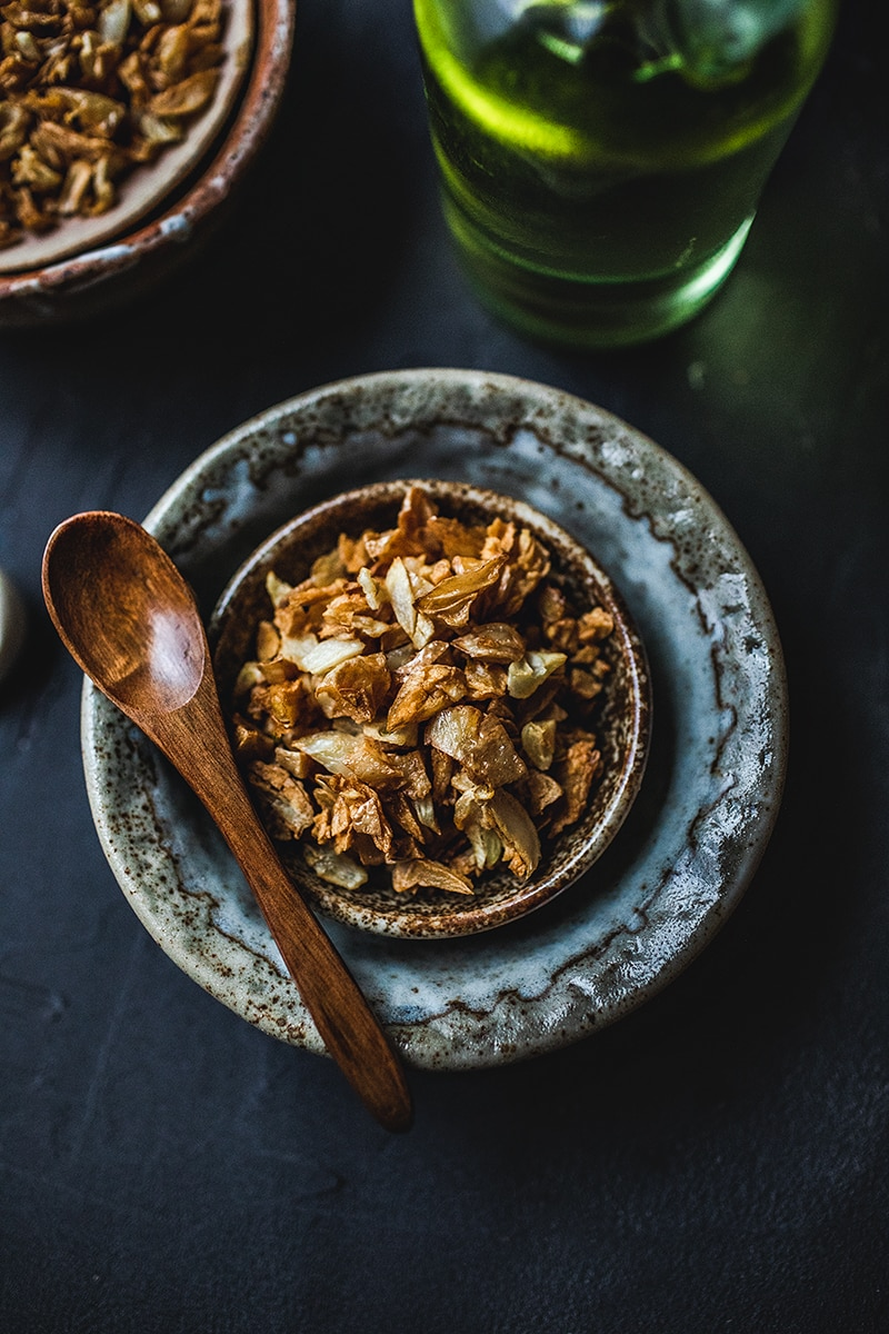 5 Tips for How to Make Crispy Fried Garlic Topping | Thai ... |Thai Fried Garlic