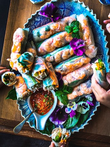 Fresh Vietnamese Spring Rolls are made with fresh crunchy vegetables, cooked vermicelli noodles and shrimp.  These homemade rolls are so light and refreshing yet the noodles still give it just enough filling to keep you satisfied. #vietnamesespringrolls #summerollrecipe #shrimpspringrolls #springrolls