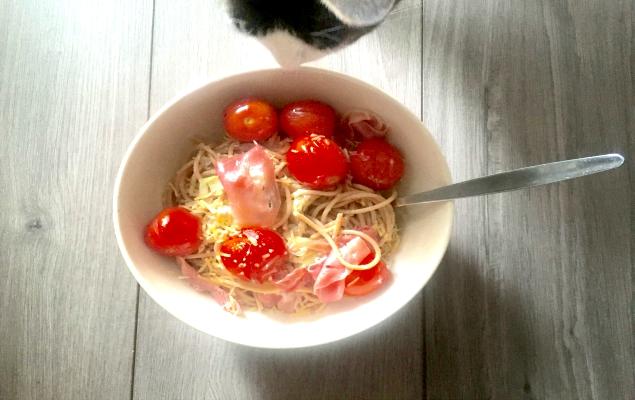 Spaghetti met seranoham, coutgettelinten en Roma trostomaten