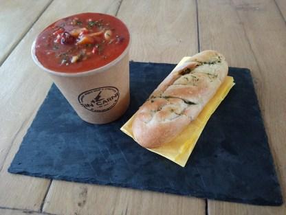 Vegan minestrone soep sin carne