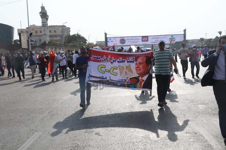 استعدادا لبدء الاحتفالات.. إقبال كثيف من المواطنين على النصب التذكاري بمدينة نصر – صور