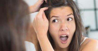 الوراثة ونظامك الغذائى ضمن أسباب شيب الشعر المبكر.. اعرف إزاى تقاومه