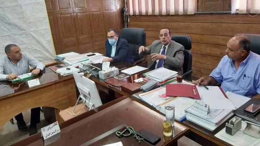 محافظ شمال سيناء يشدد على سرعة إنجاز المرحلة الثانية من محاور العريش