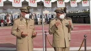 رئيس أركان الجيش الجزائري يلقي النظرة الأخيرة على شهداء حرائق الغابات