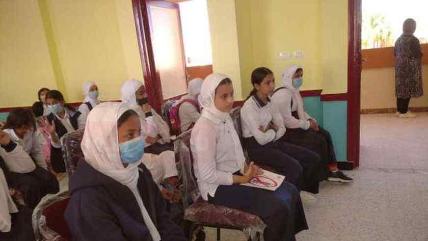 حملات للتوعية بمخاطر كورونا والتدخين بمدارس جنوب سيناء
