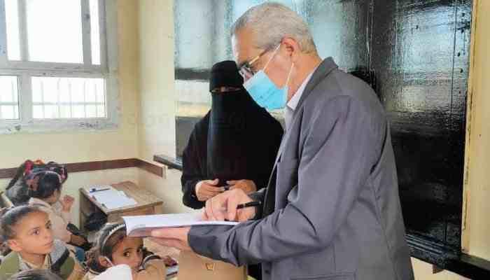 مدير إدارة الشيخ زويد بسيناء يُتابع انتظام الدراسة في يومها الأول