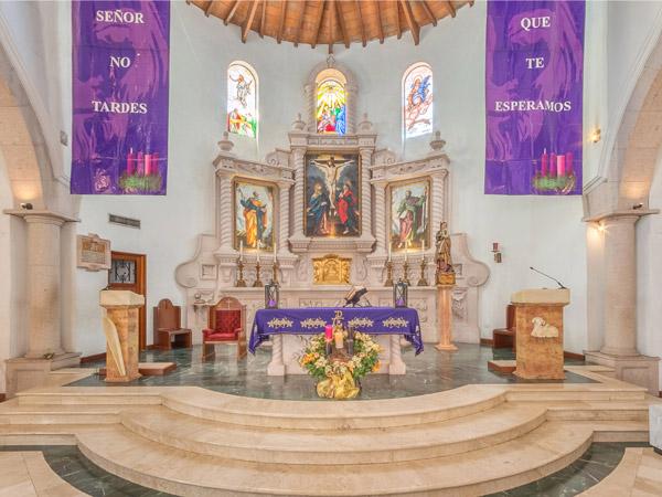 Altar principal de la Parroquia Santa Inés