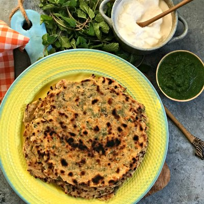 Khasta Missi Roti – Crisp and Spicy flatbread from Punjab