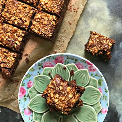 Chikki Brownies | Brownies with Peanut Praline