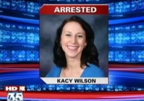 Profesora viola a su alumno en un armario del salón