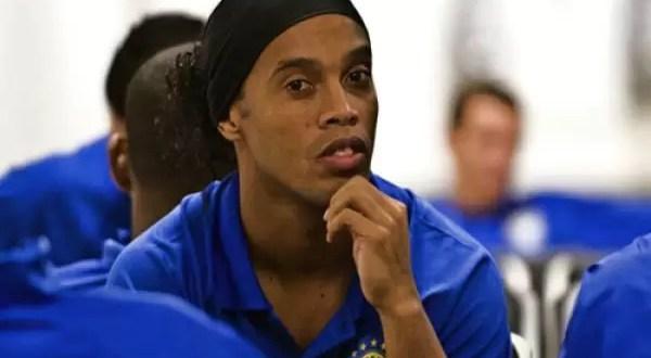 Ronaldinho asiste al entrenamiento borracho