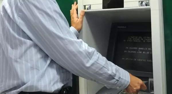 Va preso por aceptar millonario regalo de cajero automático
