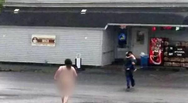 Ataca desnuda a su hijo por drogarse con 'Sales de baño'