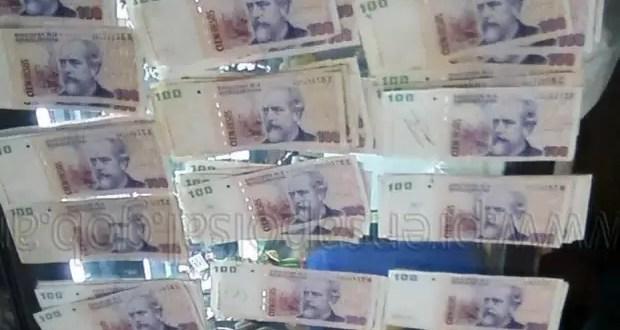 La policía encuentra $ 40.000 en la calle y nadie los reclamó