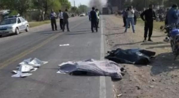 Niño que manejaba una moto muere al chocar con un auto