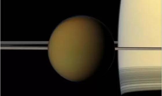 Luna de Saturno tendría mares como la Tierra