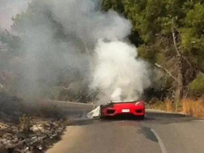 Increíbles fotos cómo quedó la Ferrari de Ever Banega