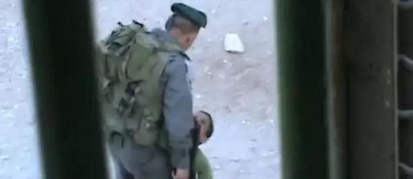 Video espeluznante: Policías golpean a niño de nueve años