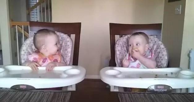 Video: Mellizas como locas con la música de su papá