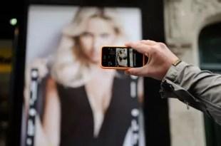 Una aplicación permite quitarle la ropa a modelos