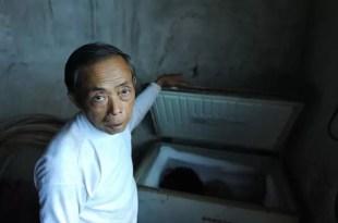 Vive con el cadáver de su hijo en el freezer porque lo extraña