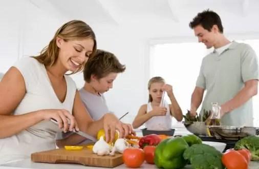 Cómo inculcar hábitos saludables de alimentación a tus hijos