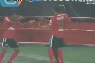 Video: Expulsan a futbolista por simular un fusilamiento