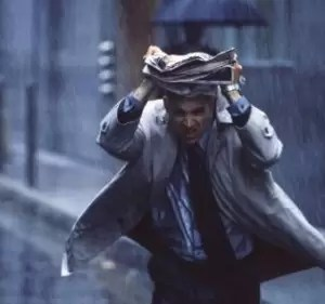 ¿Correr bajo la lluvia moja menos?