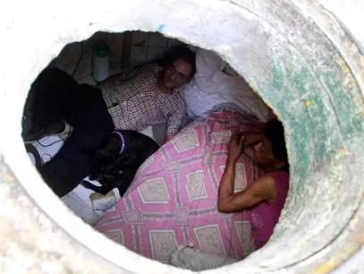 Insólito: Familia vive en una alcantarilla - Fotos