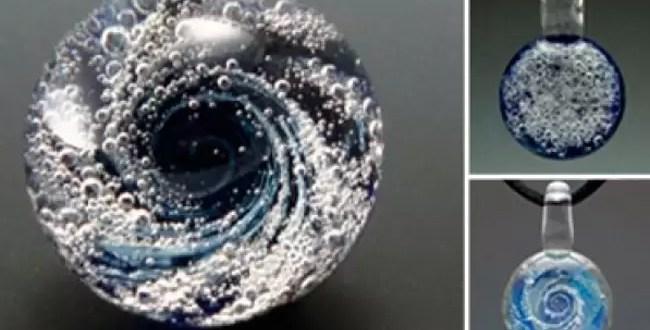 Insólito: Diseñan joyas con mascotas muertas