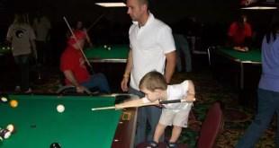 Tiene cinco años y es un genio jugando al pool - Video
