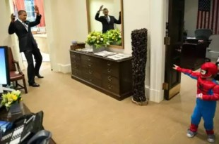Foto: Mini spiderman 'ataca' a Barack Obama