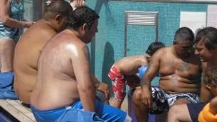 Fotos polémicas: barras de Racing en crucero por Brasil