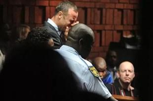 La angustia de Oscar Pistorius al declarar por el asesinato de su novia