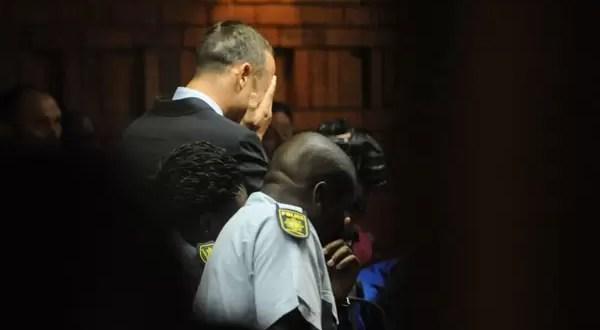 Oscar Pistorius confesó asesinato de su novia a un amigo
