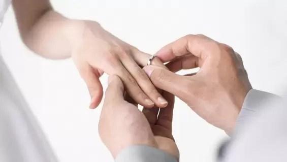 Insólita propuesta de matrimonio a su novia
