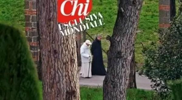 Primera foto de Benedicto XVI tras su renuncia