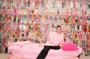 Conoce al coleccionista de Barbies: ya tiene 2 mil
