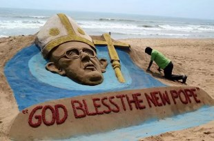 Foto: Homenaje al Papa Francisco en la playa