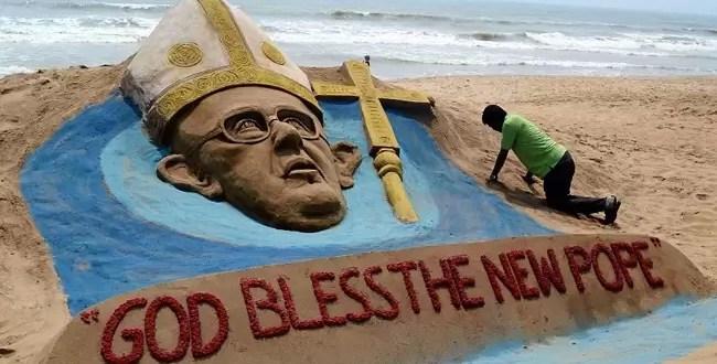Foto: Homenaje al Papa Francisco en la playa
