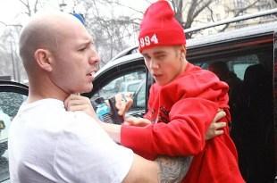 Video: Justin Bieber ataca a un periodista en Londres