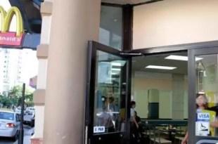 Policía olvidó el arma en baño de McDonald's