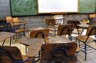 Denuncia a la maestra de inglés por romance con su hijo