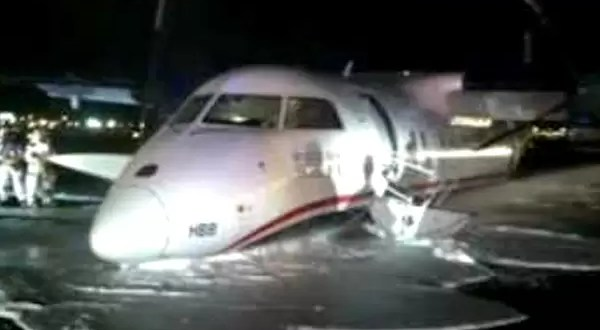 Video: Increíble aterrizaje de un avión sin ruedas